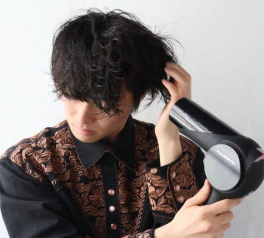 TOKYOMER賀来賢人髪型最新メンズセミロングパーマオーダー方法!セット方法を紹介!